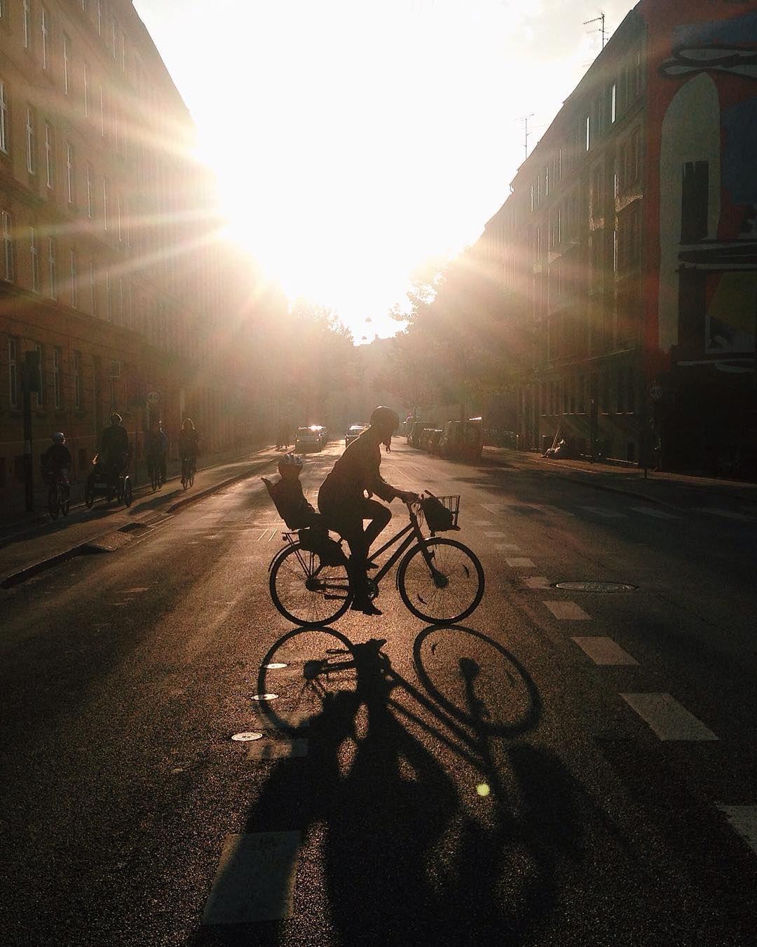 Godmorgen fra København på denne solskinsrige mandag ☀️ Mit navn er Caroline (@carohoeck) og i denne uge vil jeg dele #mitcykelliv med jer! Jeg glæder mig helt vildt og jeg håber, at I har lyst til at se med  // Caro #tacyklen by tacyklen http://ift.tt/1K0vI58