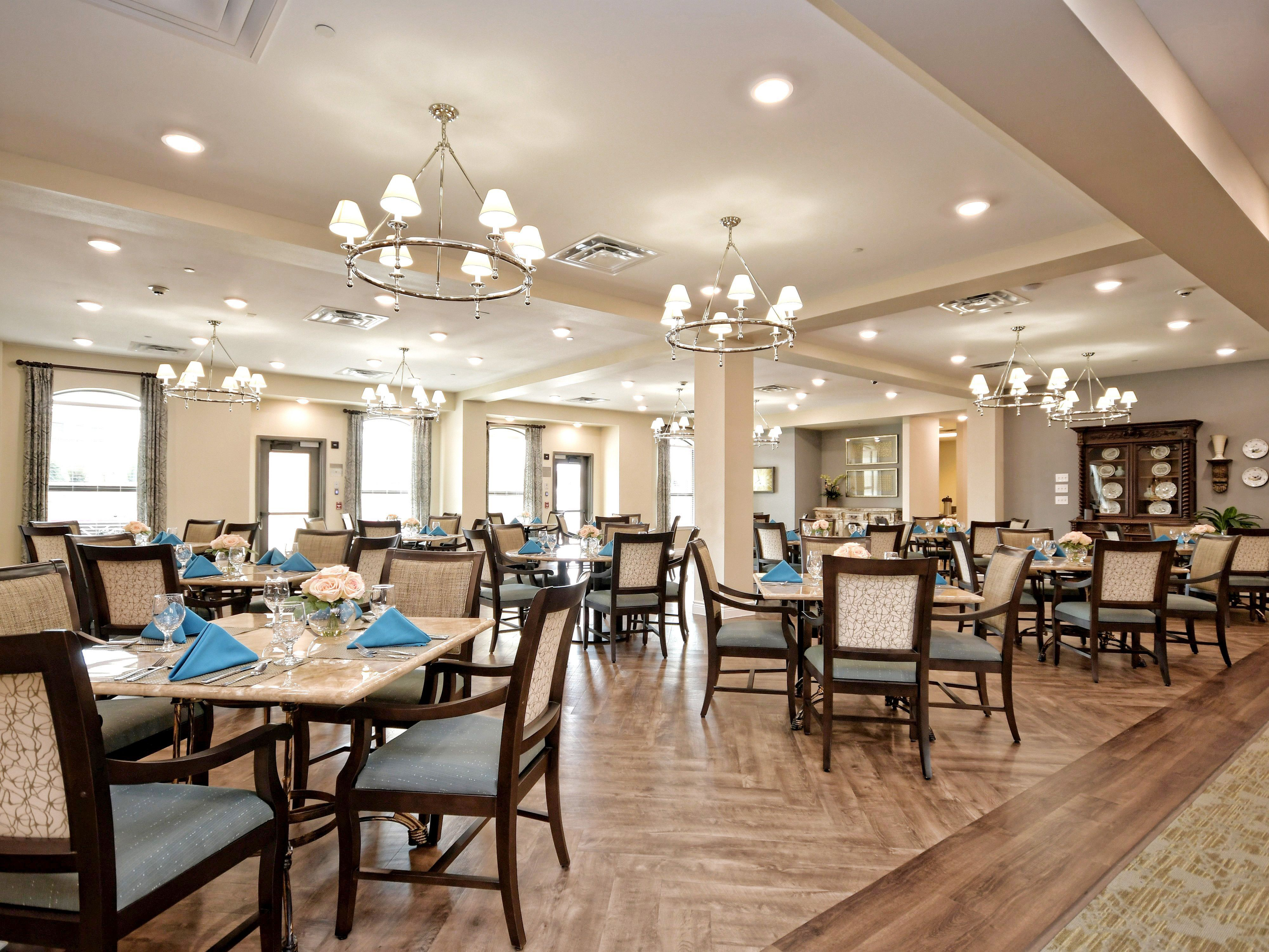 Main Dining Room In Double Creek Assisted Living And Memory Care Assisted Living Assisted Living Decor Assisted Living Facility