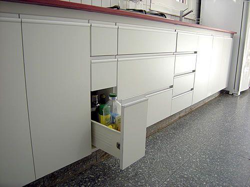 mueble-de-cocina-en-melamina-blanco-abs-con-mesada-en-silestone-rojo ...