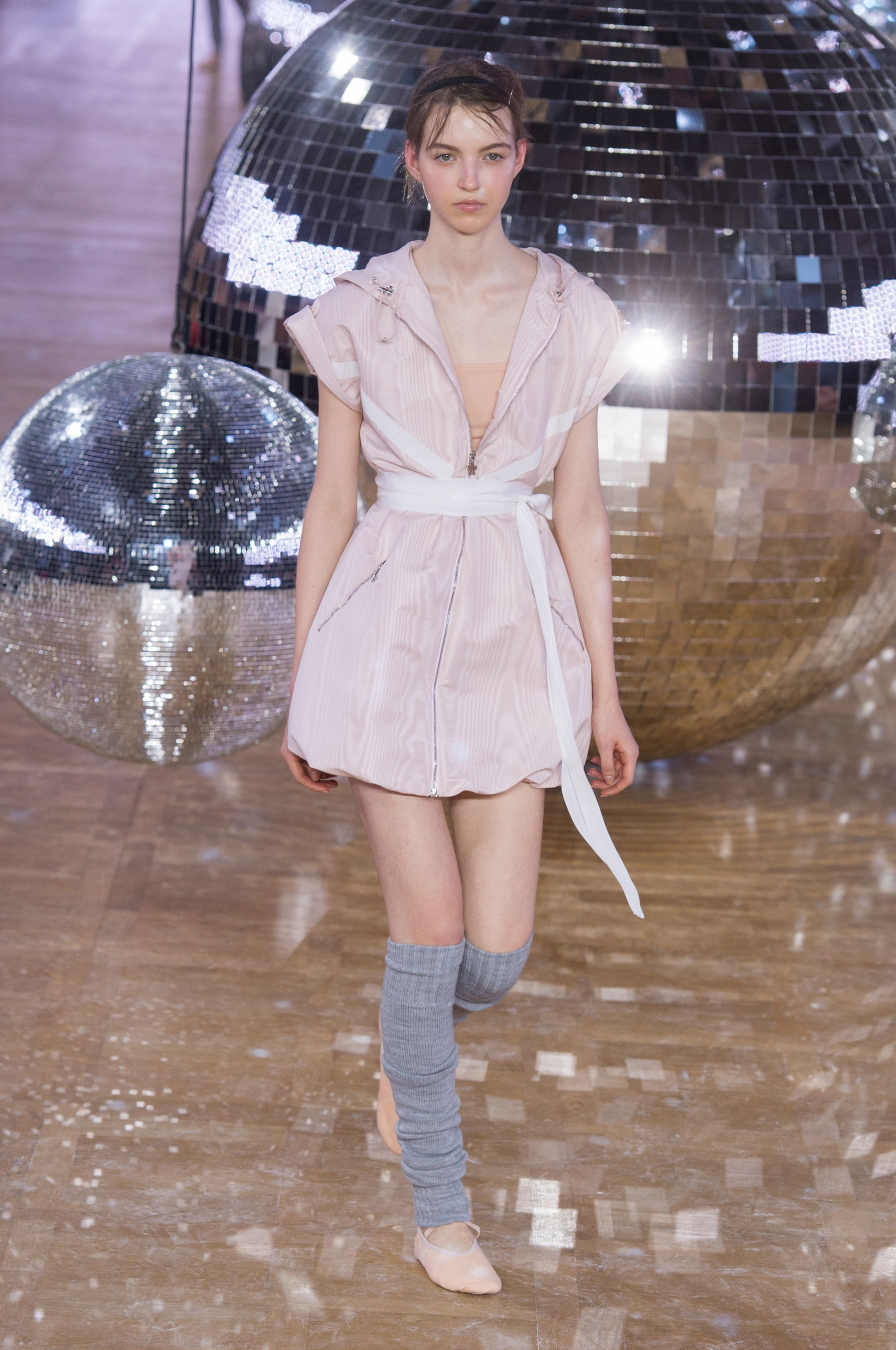 f98e10a88 Moncler Gamme Rouge Spring 2018 Fashion Show ...