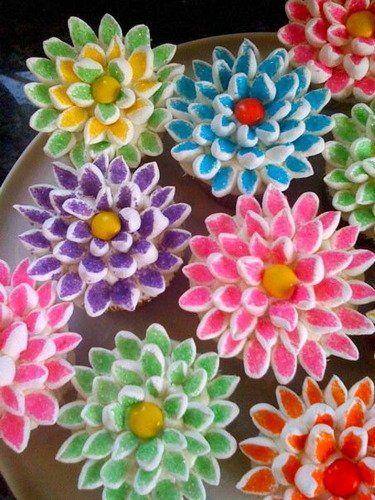 Beautiful flower cupcakes!