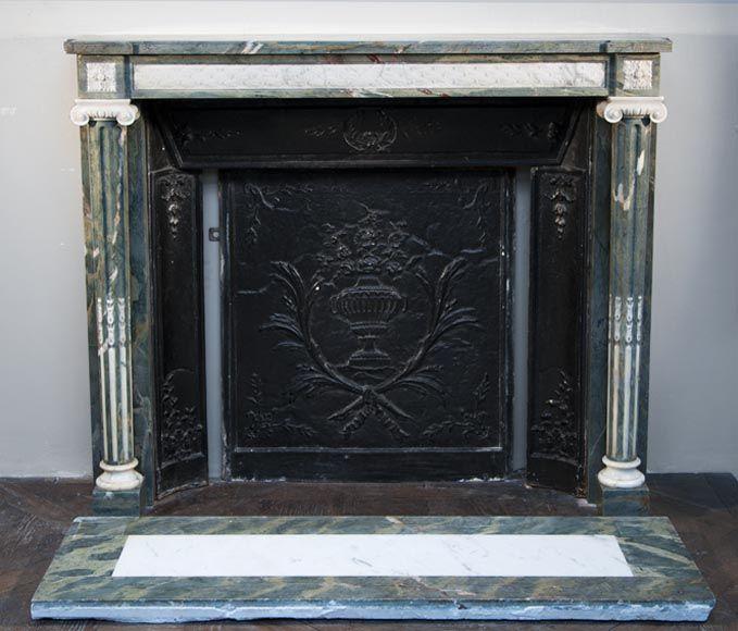 Très belle cheminée ancienne de style Louis XVI à colonnes fuselées et…