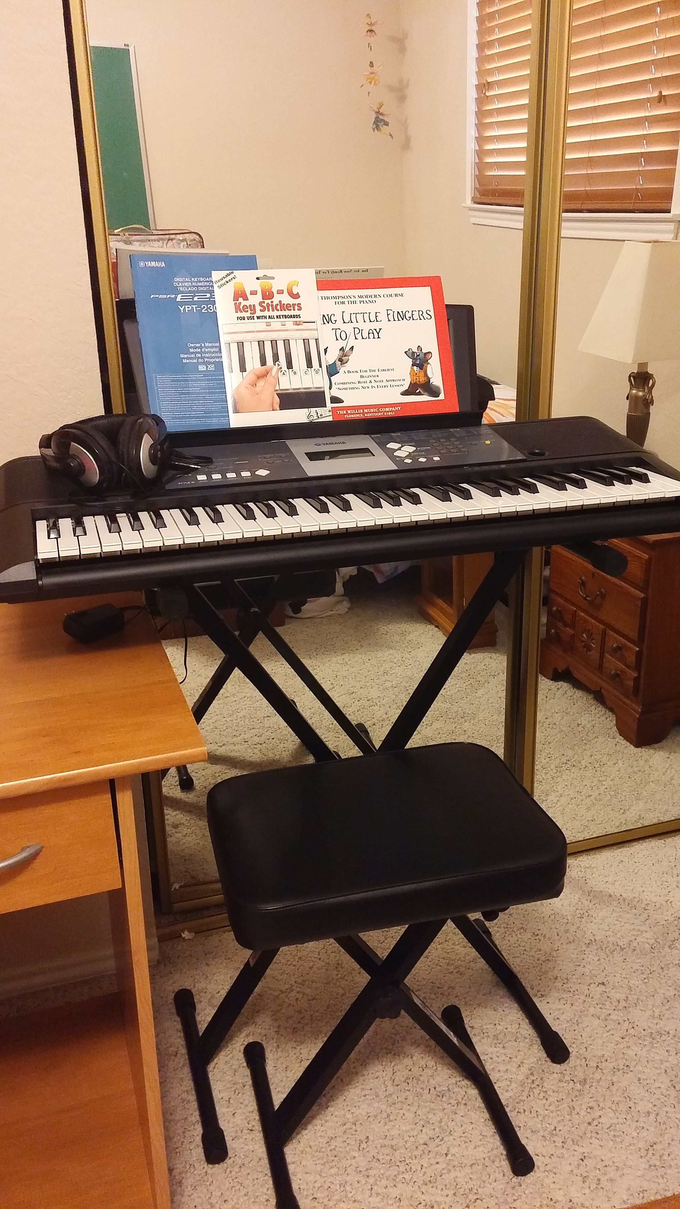 Yamaha Electronic Keyboard In Formysale S Garage Sale Mckinney Tx Padded Stool Garage Sales Garage