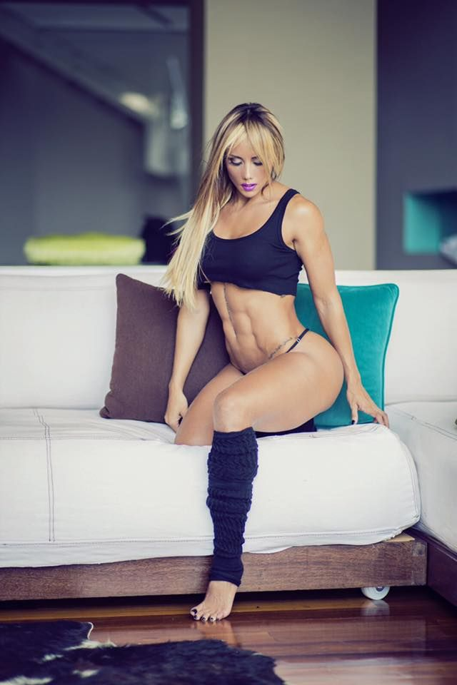 Nena sexy de colombia muestra su blanco cuerpo desnudo 3