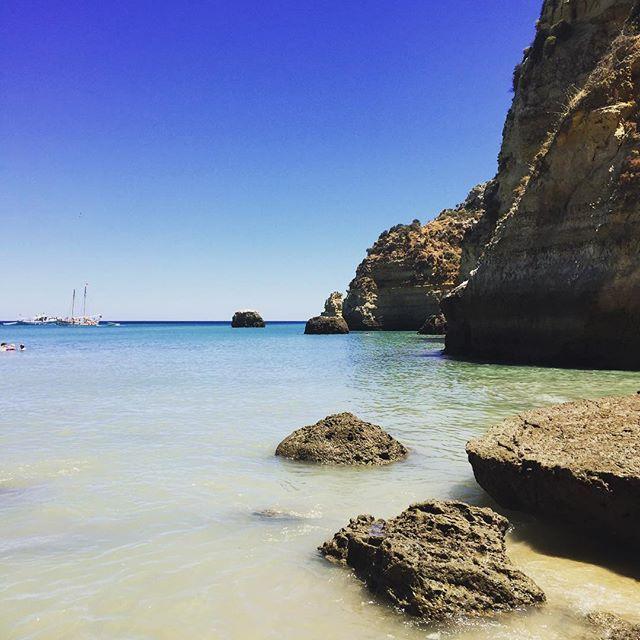 In der heutigen Snapchatstory könnt ihr diese Bucht (#donaana) und #lagos in bewegten Bildern sehen