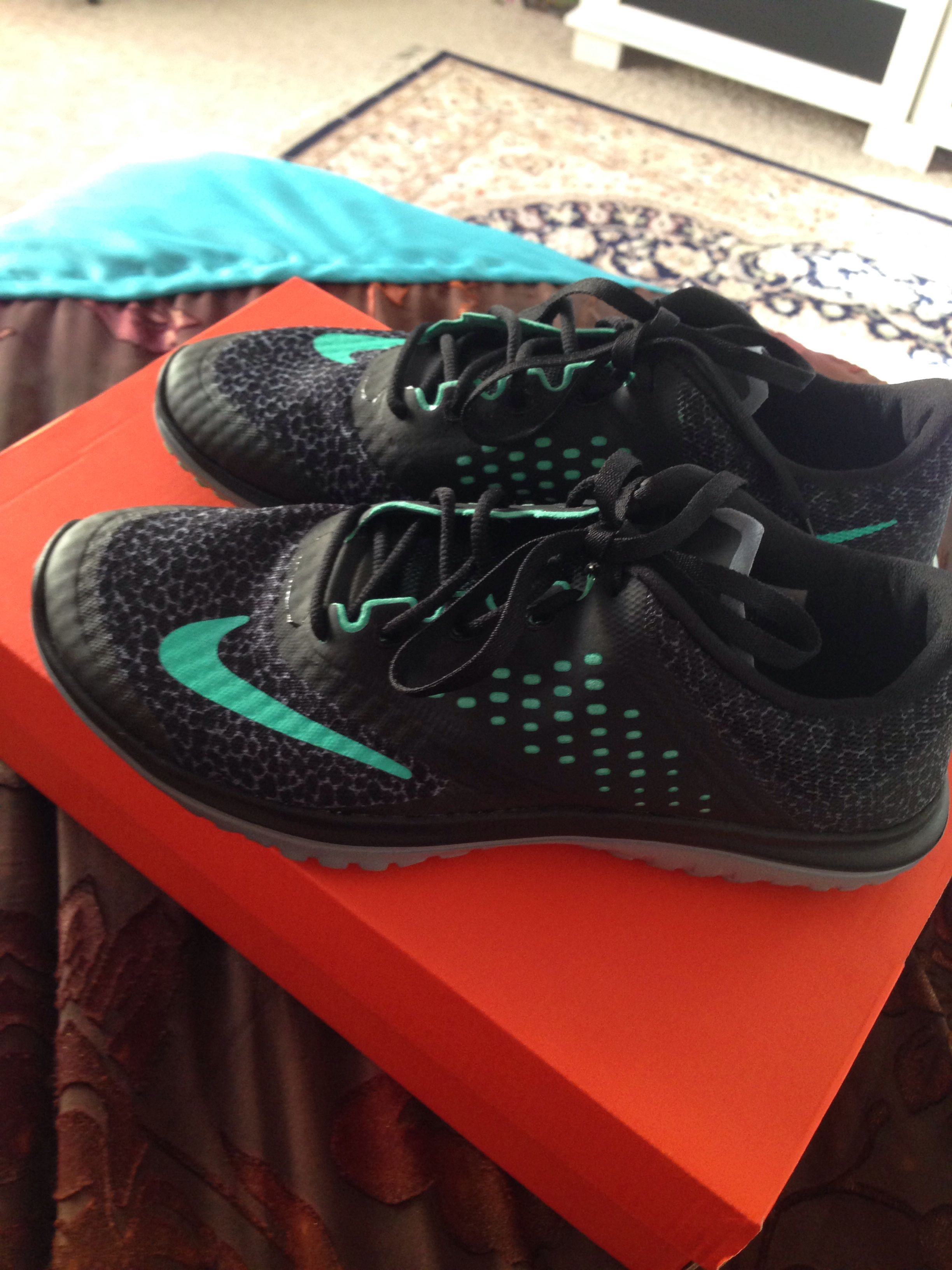 7cf39862a63f Womens Nike FS Lite Run 2 Prem........mint and black