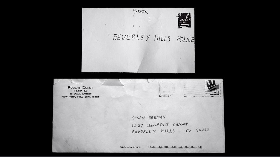 The Jinx Chapter 5 Now Comparing The Letter That Sent To The Beverly Hills Police Department Containing The Note About Wall Street News Old Letters Lettering