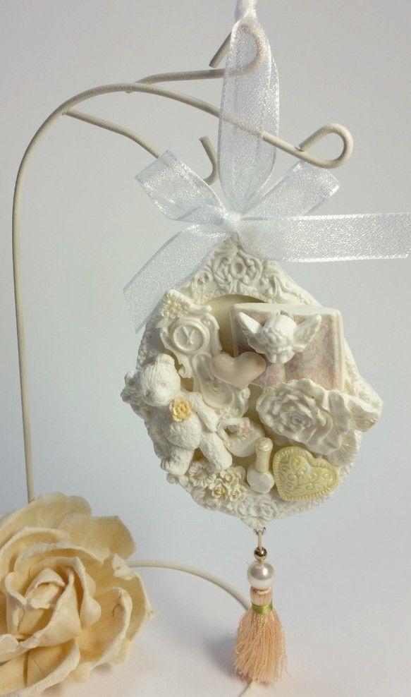 クレイ(樹脂粘土)で作った、天使にお花...真っ白なクレイをパステルカラーに色々なパーツとプリザーブドフラワー、タッセルを組み合わせると、とっても可愛いオリジ...|ハンドメイド、手作り、手仕事品の通販・販売・購入ならCreema。