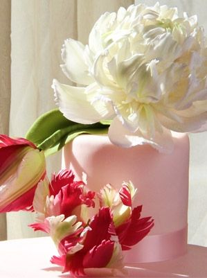 Masterclass in Sugar Flowers with Naomi Yamamoto: Perfect Peonies and Parrot Tulips