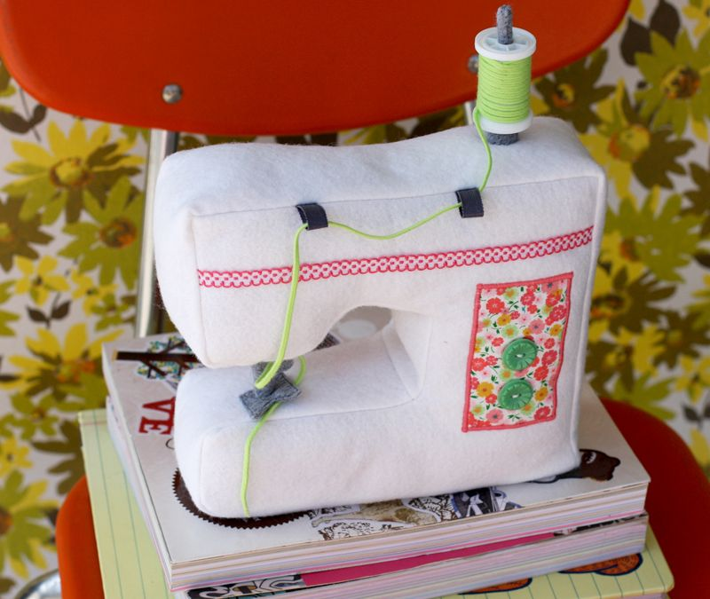 New Jewelry Plush In The Shop Sewing Machine Sewing Cushions Sewing