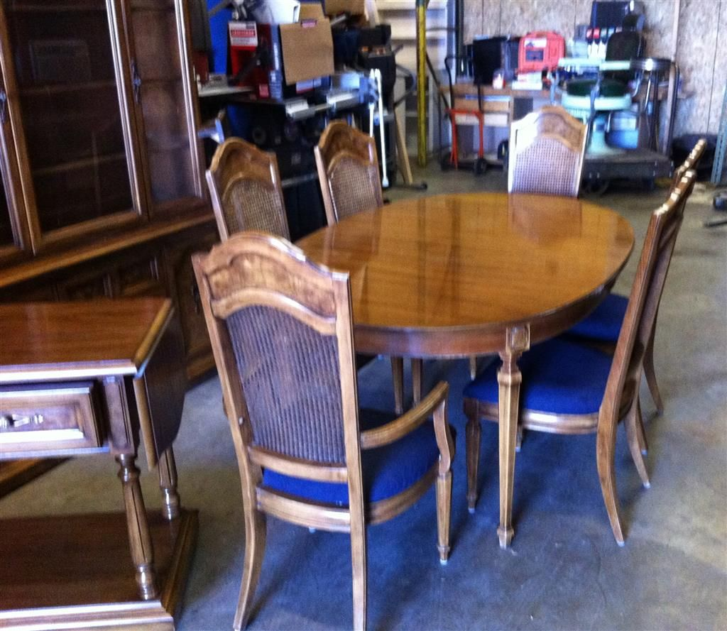 Thomasville Dining Room Set Includes Hutch Table Chairs And Serving
