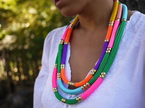Hacer un collar de colores con cuerdas y cordones