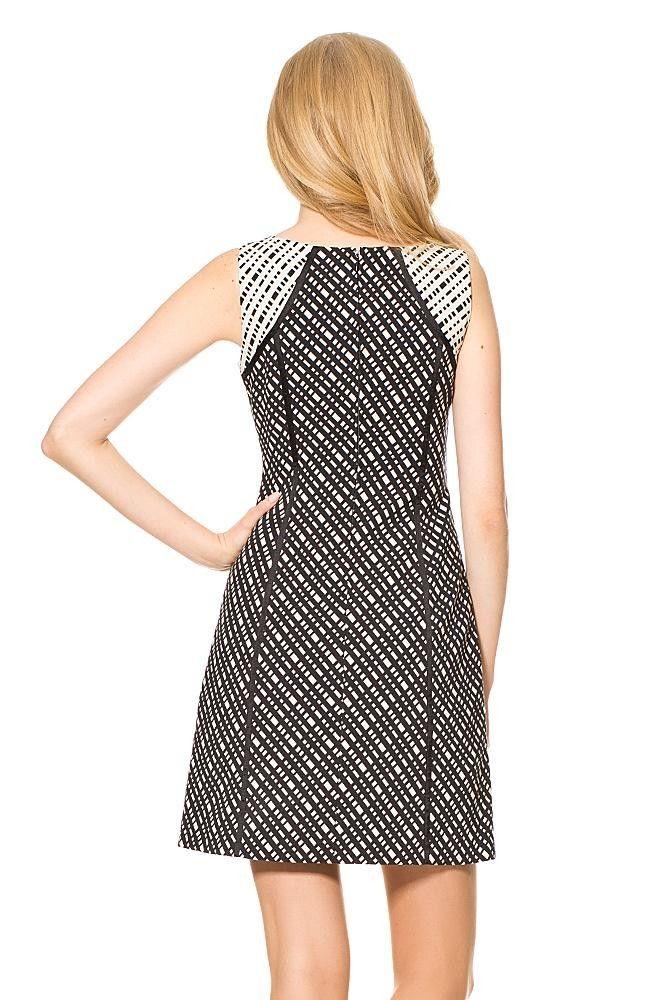 Ärmelloses Kleid mit geometrischem Print