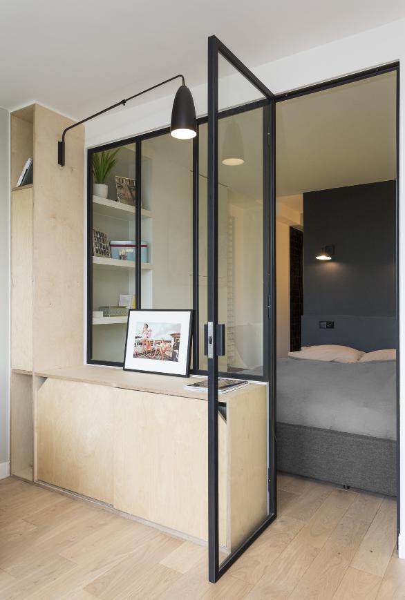Meuble En Bouleau Multiplis Sur Mesure Avec Verriere Cloison Vitree Interieure Amenagement Studio Grande Salle De Bain