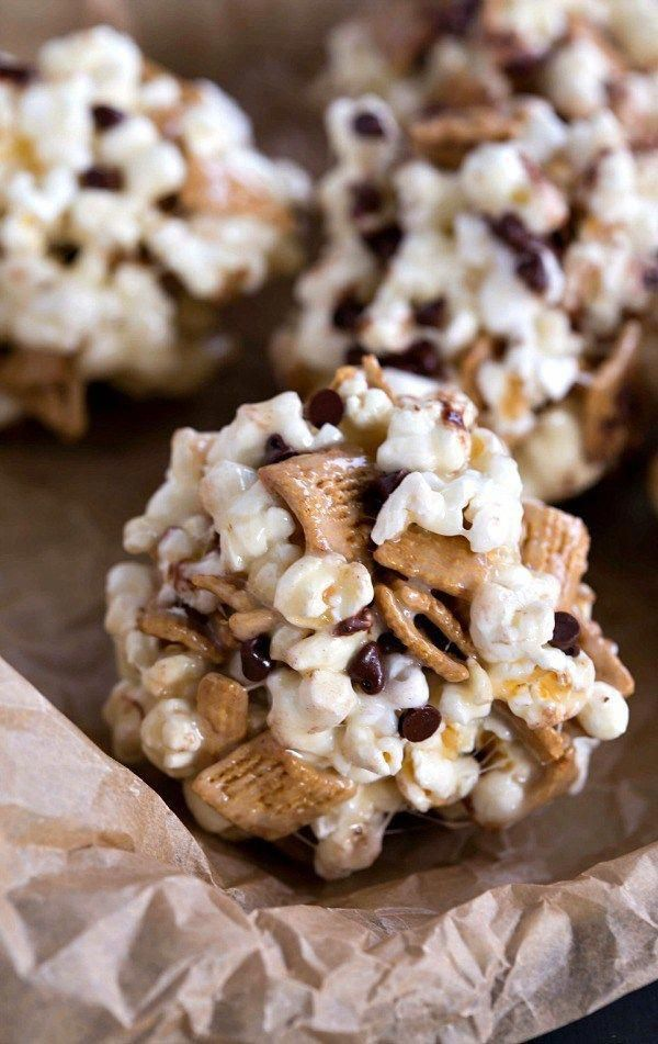 S'mores Popcorn Balls Recipe - these are always a huge hit! Great snack or party idea. #SweetSnacks #popcornballs