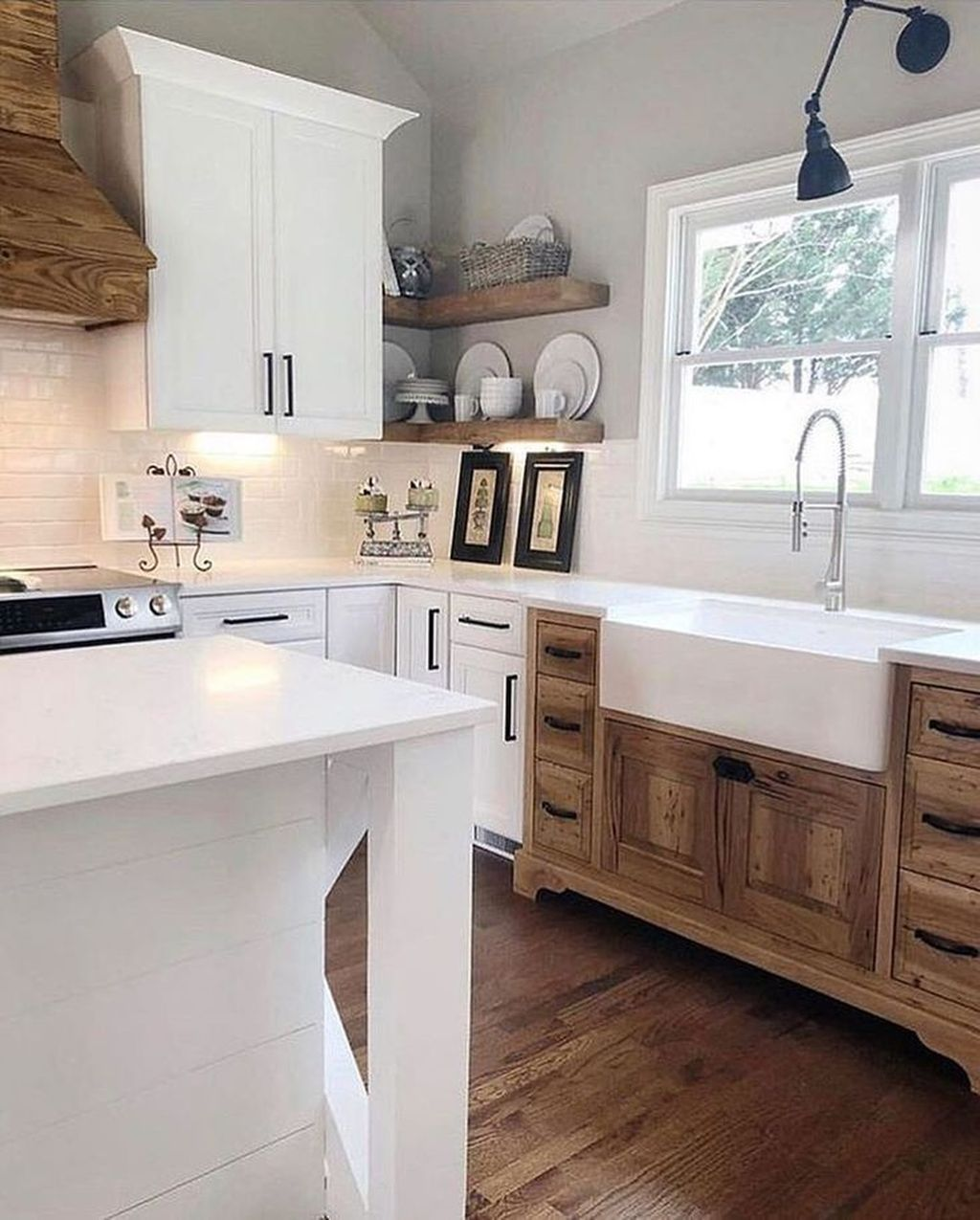 30+ Awesome Farmhouse Kitchen Design Ideas - Country kitchen farmhouse, Farmhouse kitchen countertops, Modern farmhouse kitchens, Farmhouse kitchen design, Kitchen design countertops, Farmhouse kitchen decor - Farmhouse kitchen style will be perfect idea if you want to have family gathering in your kitchen during meal time  …