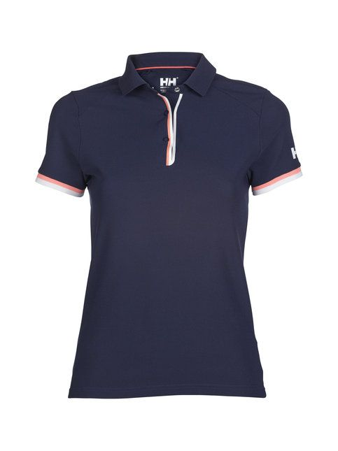 Helly Hansenin pikeepaita on omiaan esimerkiksi golfkentällä tai merellä vietettyihin aurinkoisiin päiviin, sillä paidassa on UV-suoja. Kevyt materiaali kuivuu nopeasti. Paidan malli on suora, hihassa ja niskassa on logopainatus ja edessä nappihalkio.