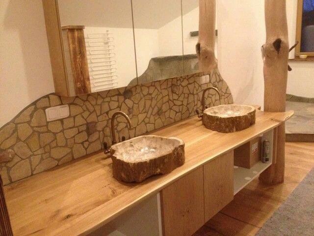 Badewanne mit Bruchsteinmauer\/Flusssteinmauer Natursteinpro - badezimmer holzwand bilder