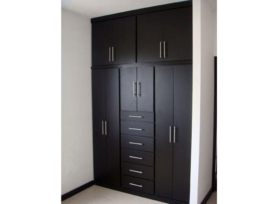 Closets color chocolate 900 675 closets for Decoracion closet en madera