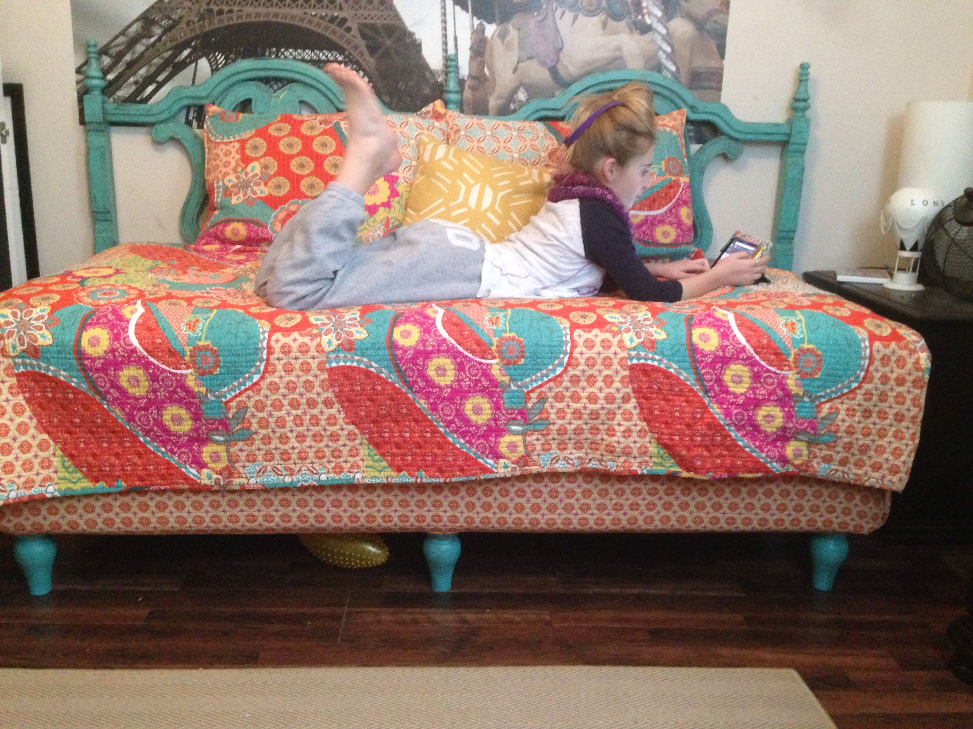 Twin bed to look like day bed using king headboard