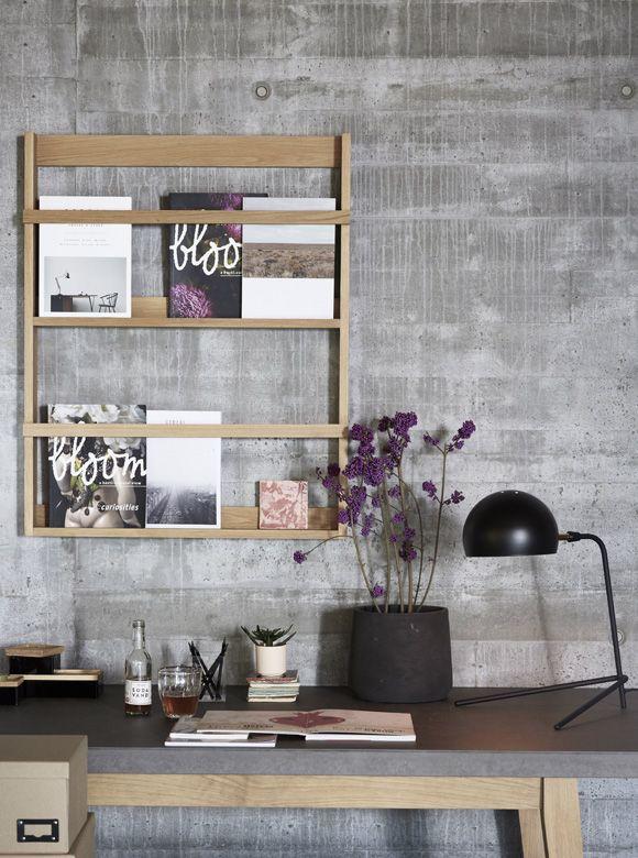 tolles zeitschriftenregal von h bsch interior f r die wand aus ge ltem eichenholz hier. Black Bedroom Furniture Sets. Home Design Ideas