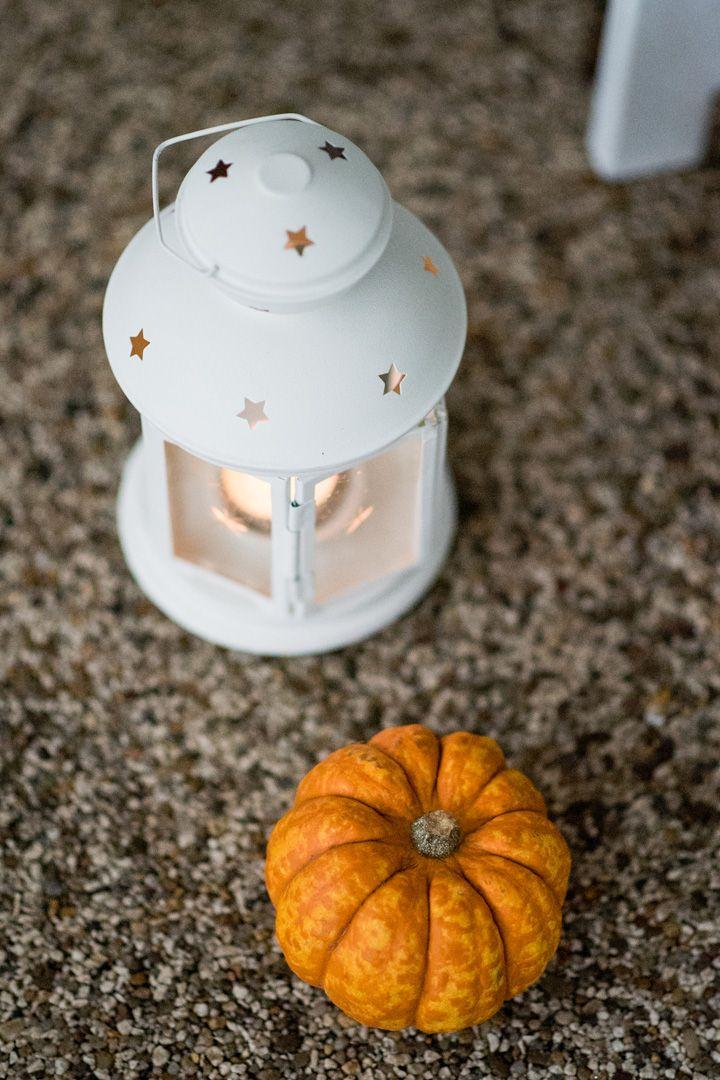 Pumpkins and mini lantern aisle decor | Halloween themed wedding aisle decorations | Autumn wedding inspiration