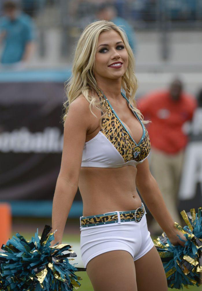 Whitney Cowart Jacksonville Jaguars Cheerleader | Cheer - Piramides ...