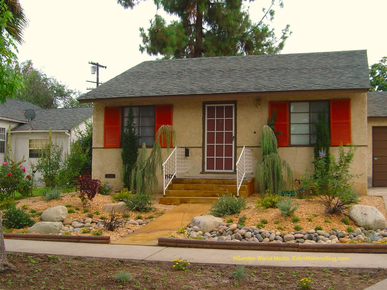 California drought resistant landscaping ideas drought for Front lawn designs
