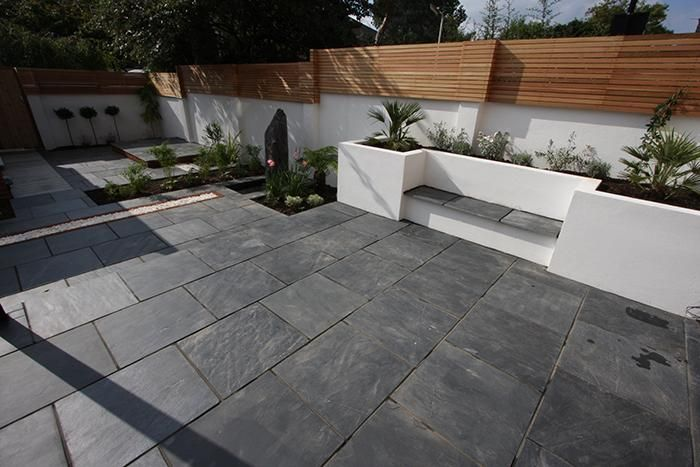Bon Blue Black Slate Paving In A Contemporary Urban Garden. Looks Fantastic  Against The Crisp, White Walls And Fencing.