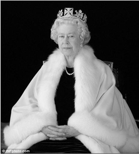 Queen Elizabeth Royals And Fashion Queen Liz Queen Elizabeth Her Majesty The Queen