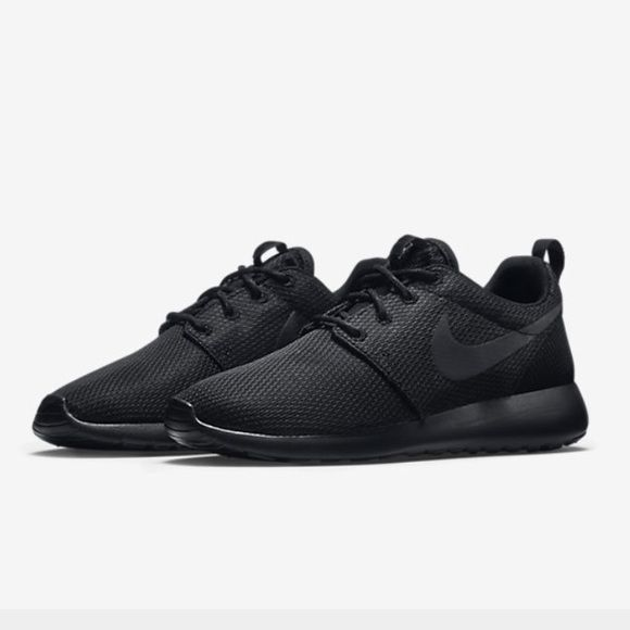 ISO/In search of all black nike roshes