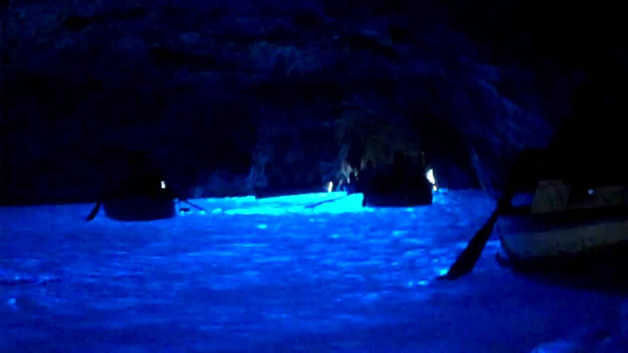 Grotto Azul Blue Grotto Capri Italy Places To Visit Italy Outdoor