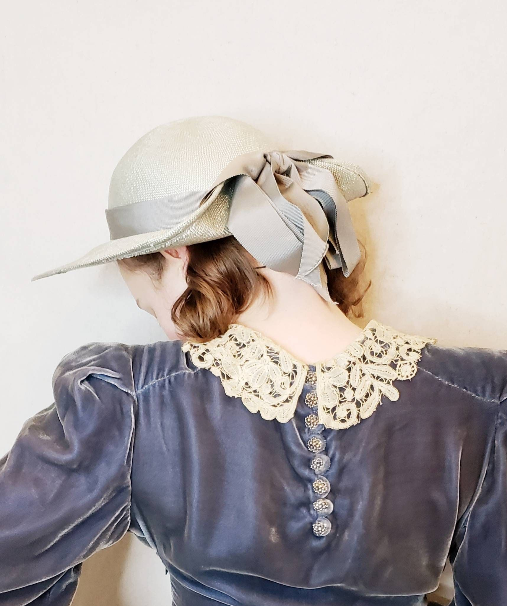 a9a34a6d2 Vintage Gray Straw Fedora with Bow / 80s does 30s Summer Hat by ...