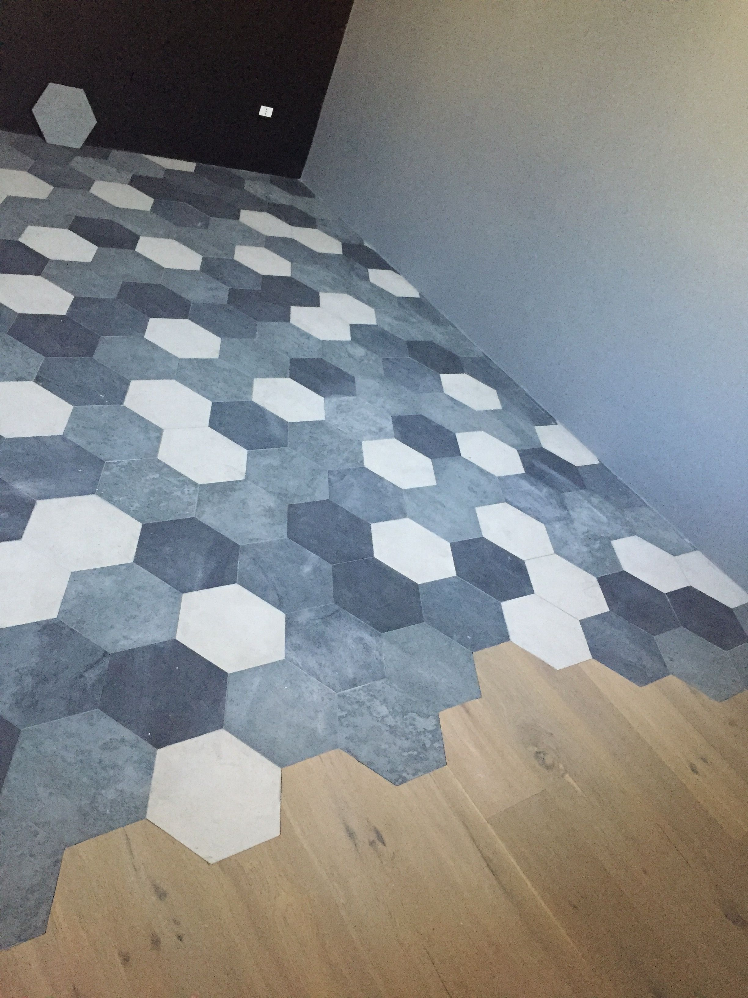 Hexagon tiles and oak wood: floor transition in my kitchen ...