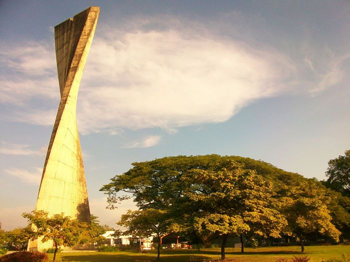 Monumento La Espiga Acarigua Estado Portuguesa 40 Mts De Altura