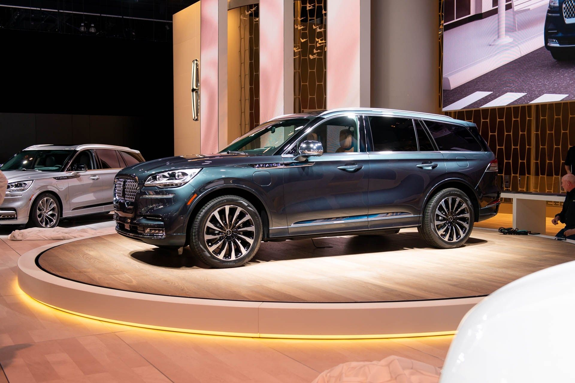 2020 lincoln aviator vs volvo xc90 body style change