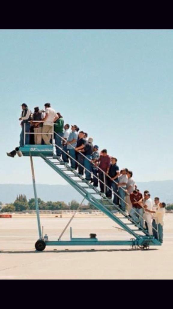 Ésta es la fila de Pelotudos que voy a atender el lunes...