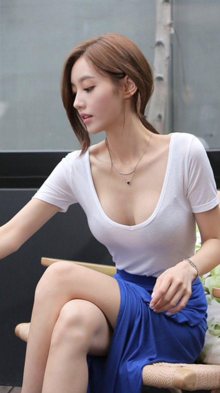 ソンユンジュさんの胸元