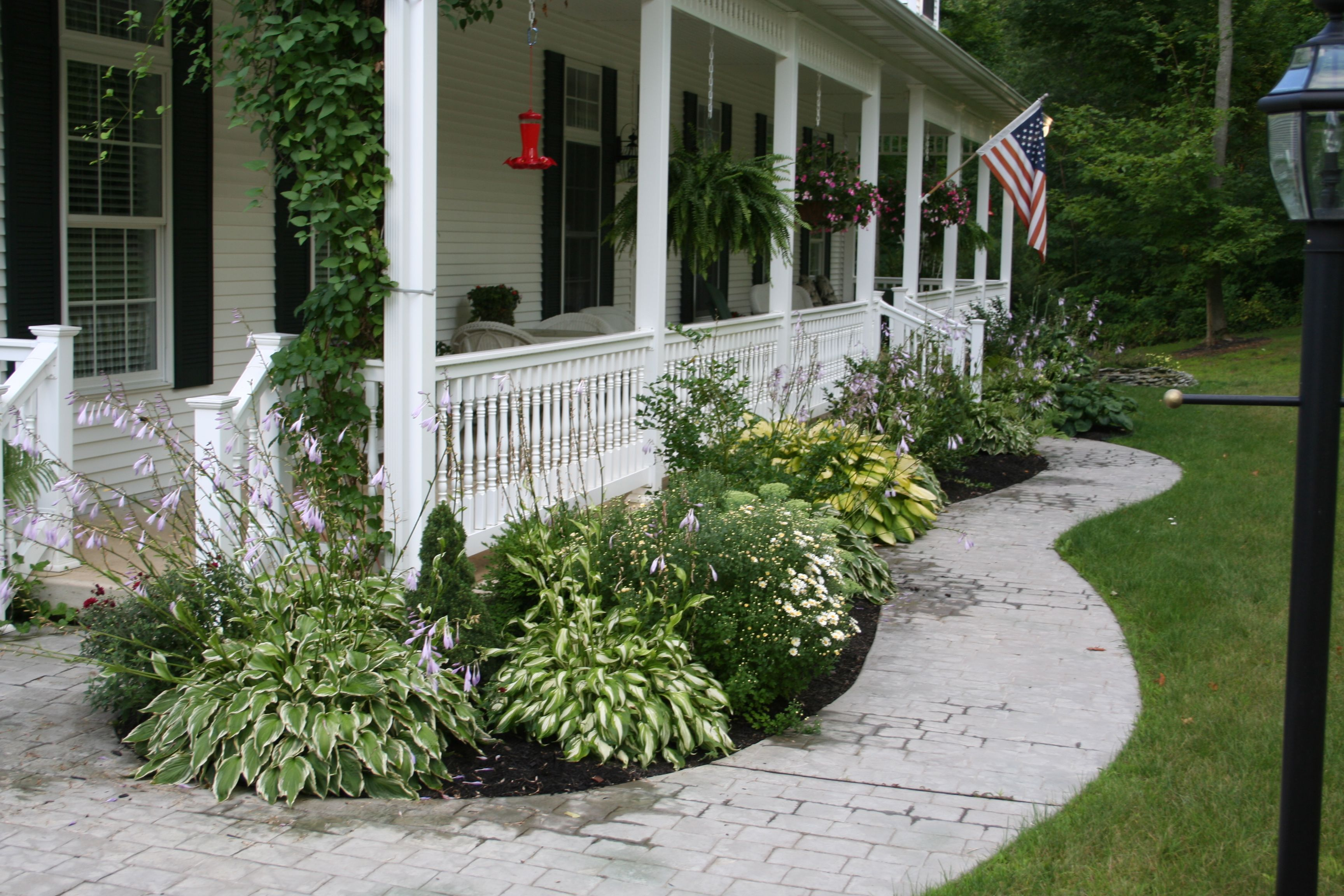 Landscaping for front porch gardening such pinterest for Front porch flower bed ideas