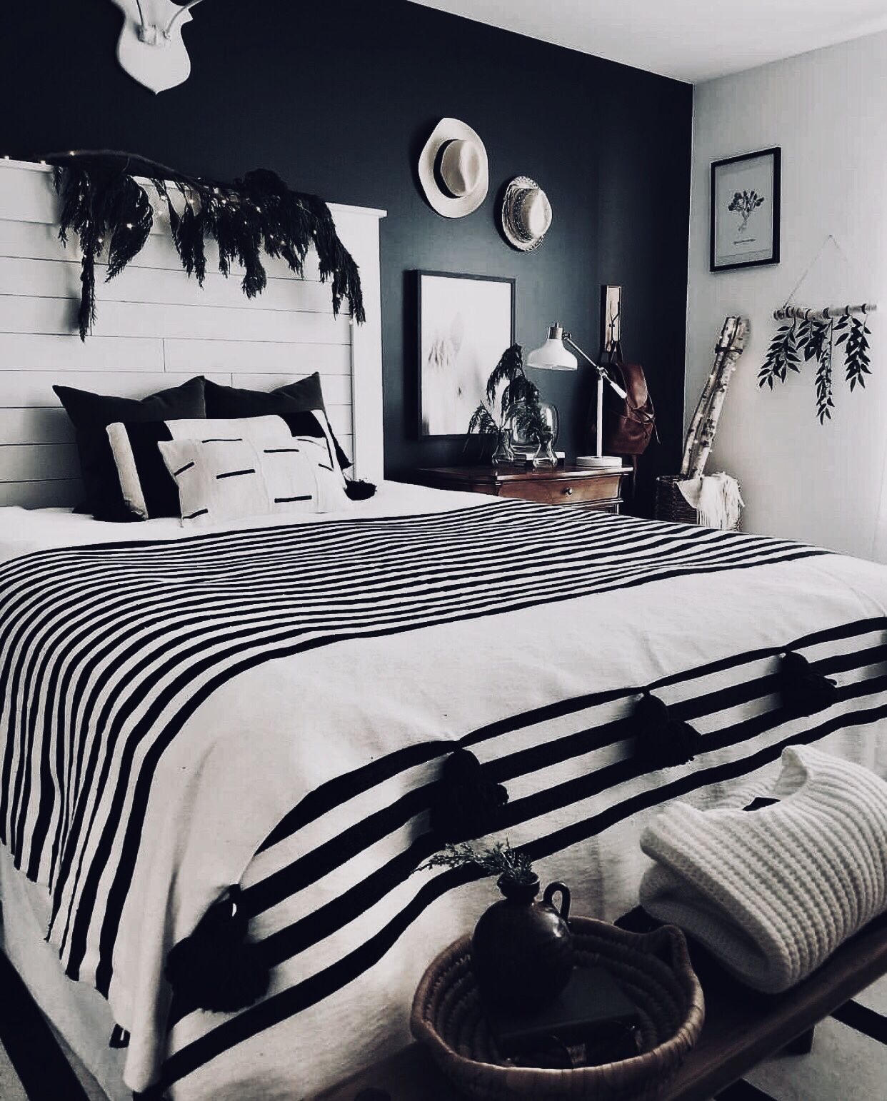 Best Contemporary Black And White Bedroom With Restrained Bohemian Touches 1 Plants 2 Tassels 400 x 300