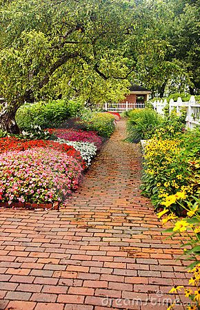 17 Best 1000 images about Brick garden path on Pinterest Gardens
