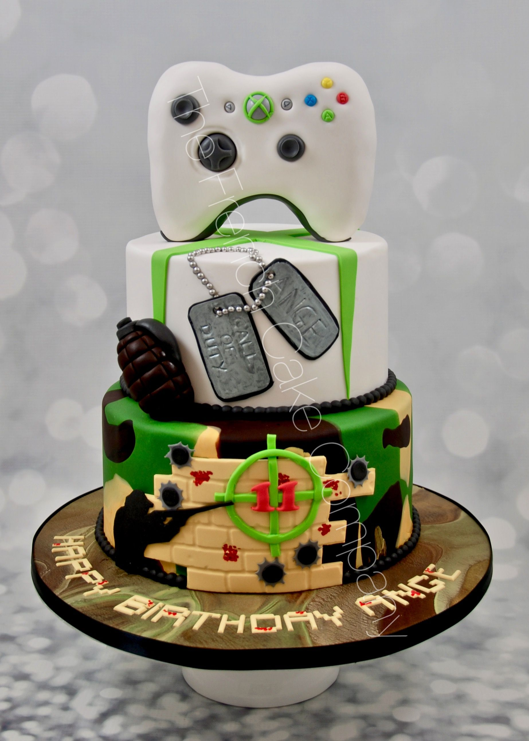 pi ce mont e d 39 anniversaire originale th me jeu video call of duty manette de jeu xbox cake. Black Bedroom Furniture Sets. Home Design Ideas