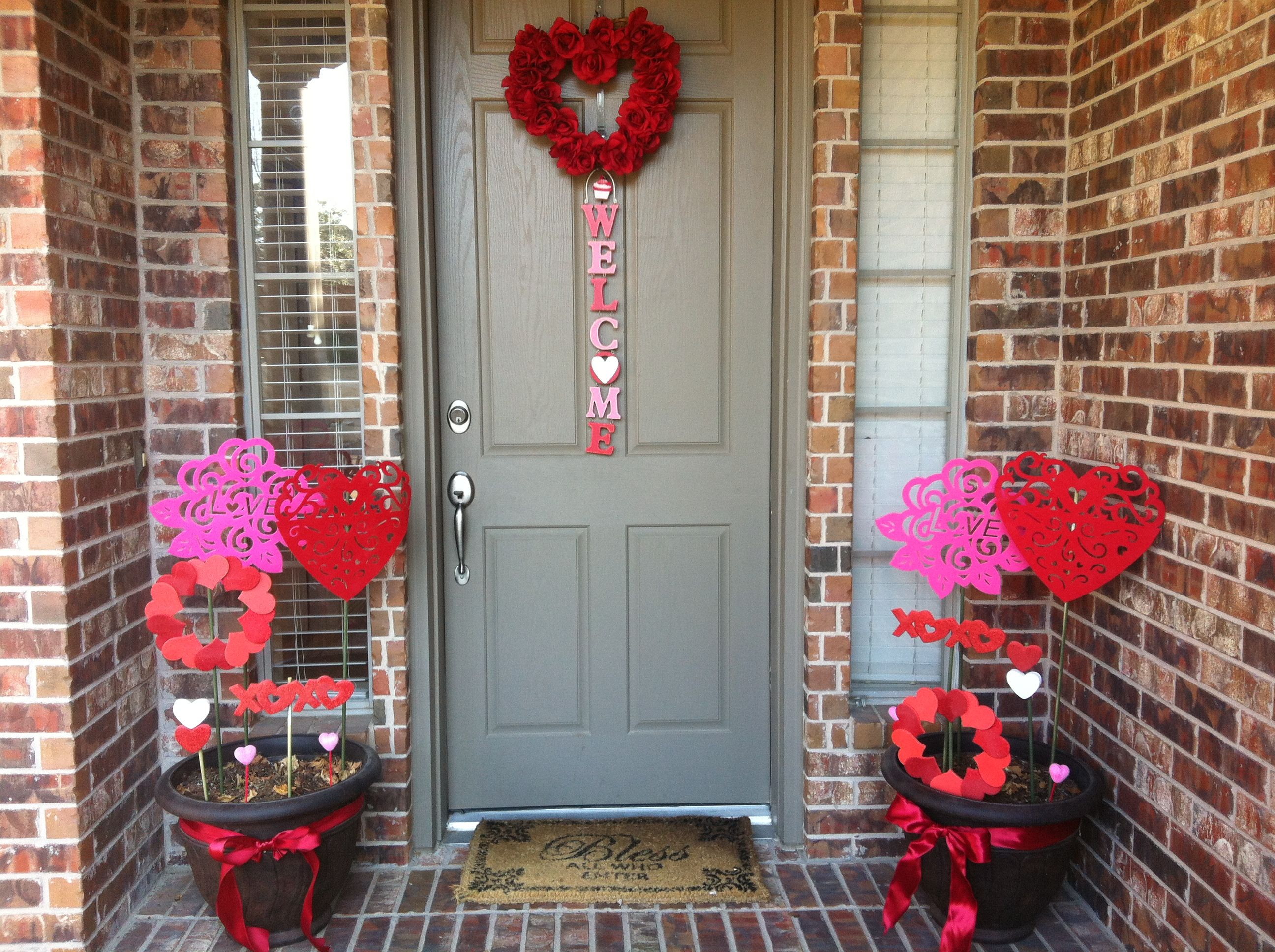 Valentine front porch decorations  Valentines outdoor decorations