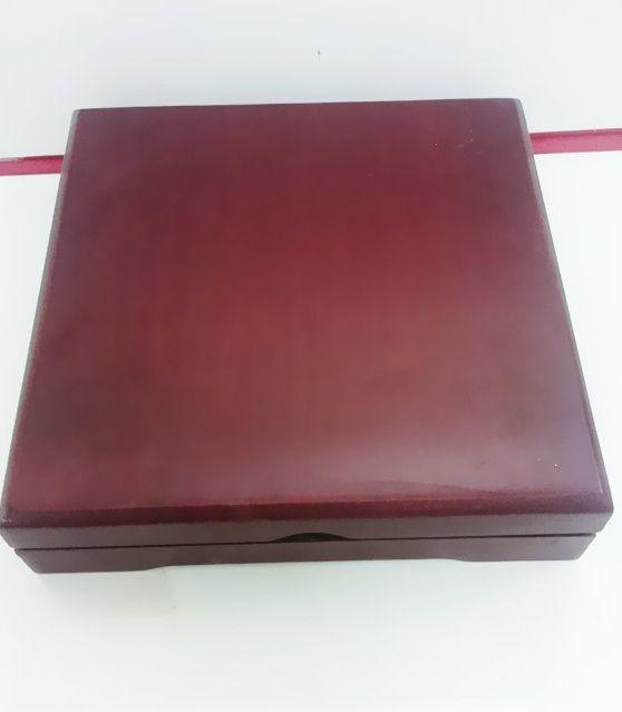 hộp ngoài biểu trưng gỗ đồng mẫu 2