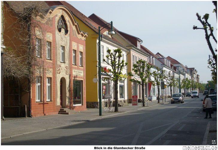 Blick i. Glambecker Straße Richtung Schule   2012.