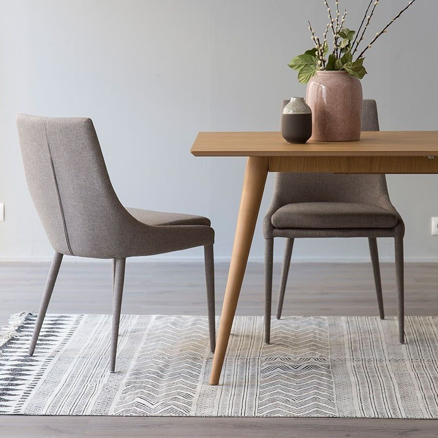 Laur silla tapizada gris sillas tapizadas tapizado y sillas for Sillas con apoyabrazos tapizadas