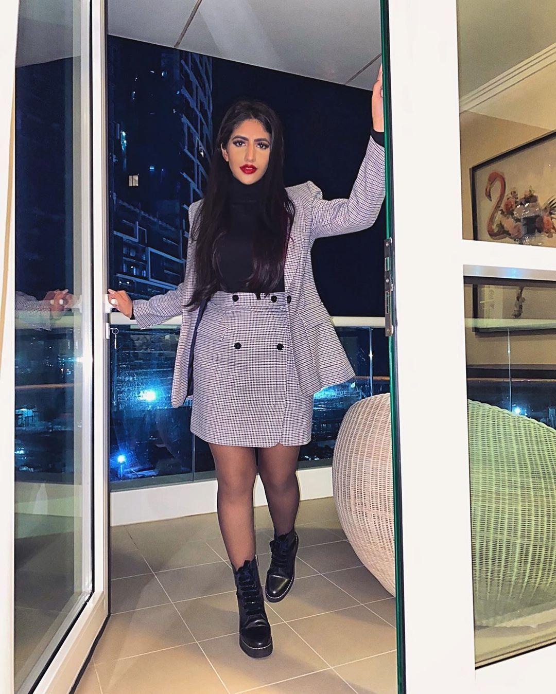 نور ستارز Noor Stars S Instagram Photo كانت لديها كل مبررات الأستسلام ولكنها لم تستسلم بصراحة اي ساعة عم تناموا يوميا Fashion Dresses Sweater Dress