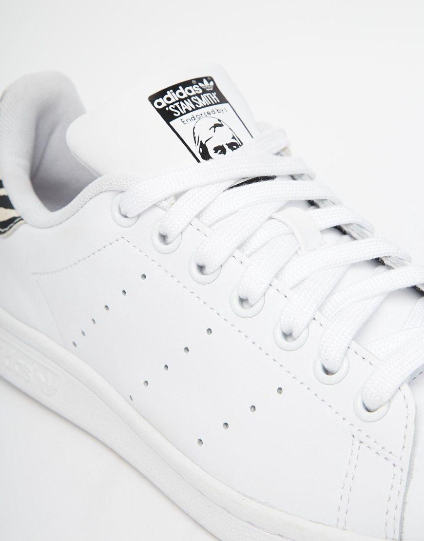 new product af084 9ffef Imagen 3 de Zapatillas de deporte con estampado animal blanco Stan Smith de Adidas  Originals