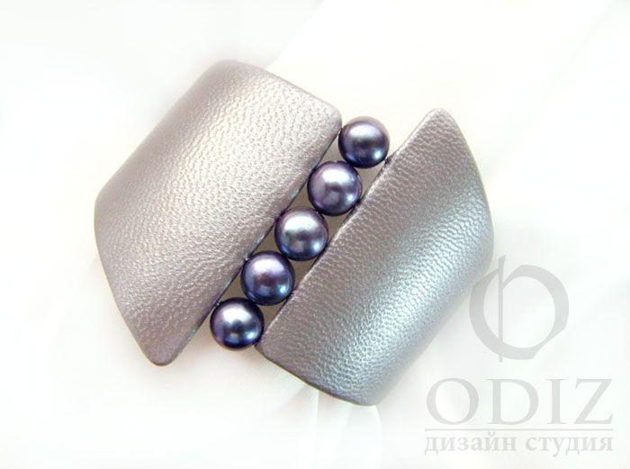 Купить Жемчужно-серый браслет из кожи - кожаный браслет, кожа, браслет из кожи, классический браслет
