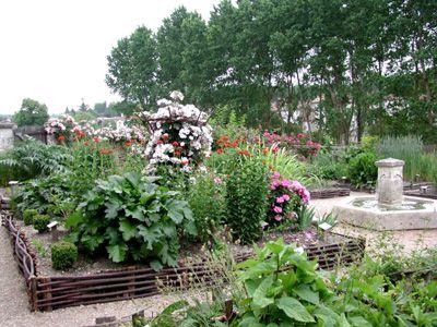 Jardin medieval de dignac carre potager pinterest for Jardin medieval